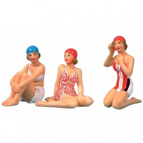 Strandvrouw zittend - 7 cm (3 assorti)