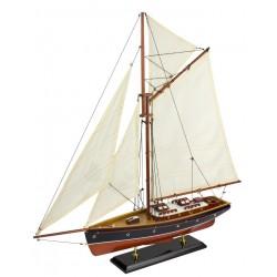 Fischerboot mit Segeln