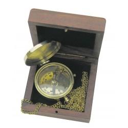 Boussole avec chaîne dans la boîte