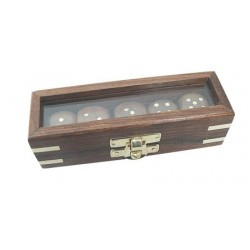 Dobbelstenen in kist