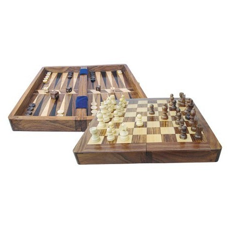 Schaakspel en backgammon in kist