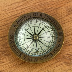 Compass/paperweight with magnifying glass dome 10 cm