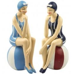 Strand Frau dünn auf Wasserball (2 sortiert)